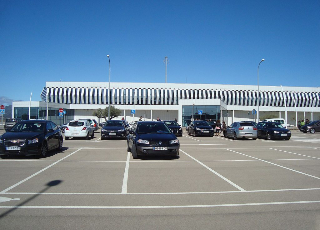 Parking de aeropuerto en Sevilla
